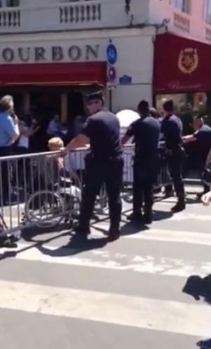 Photo Vidéo APF Manif Assemblée Nationale 6 juillet 2015 blocage de l'accès par les policiers, jpg
