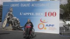 Photo Manif Paris, Noëlle Mary, représentante APF 34, jpg
