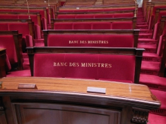 Photo des bancs des ministres, assemblée nationale, par sunala, wikimedia, jpg