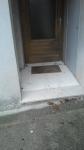 Photo entrée immeuble avec marche cabinet médical Florac, jpg