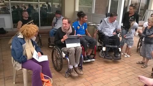 Photo grève de la faim, David Marais et plusieurs personnes handicapées, CBVC, photo Nicole Come, jpg