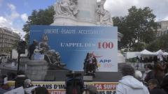 Photo manif Paris, Lise Persillet, représentante APF 30, jpg