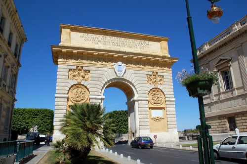 Photo Arc de triophe Montpellier, Fritz Geller-Grimm